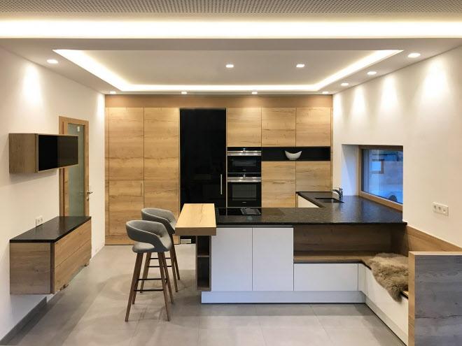 Elegante Küche Mit Viel Holz