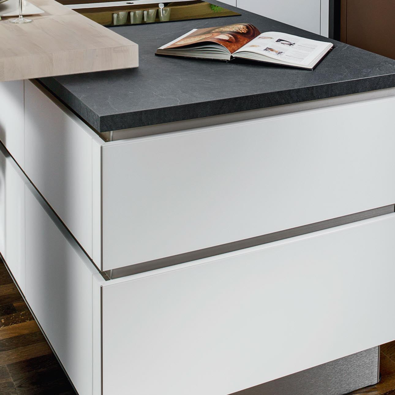 seitenverkleidungen zubeh r und ausstattungsdetails ewe. Black Bedroom Furniture Sets. Home Design Ideas