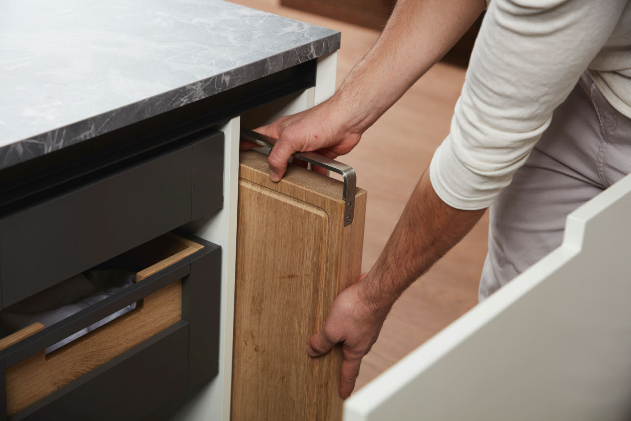 possibility for storing trays and baking sheets