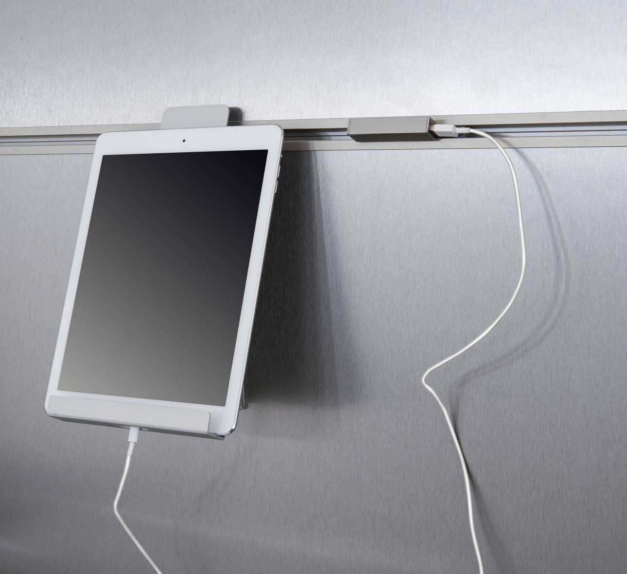 USB-charging station - white tablet