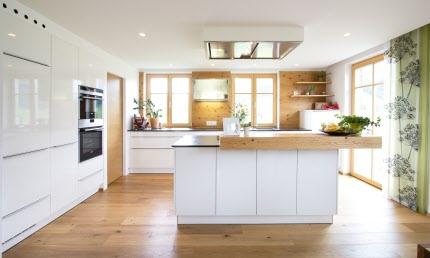 Weiße, Zeitlose Ewe Küche (c) Küchenstudio Laserer ...