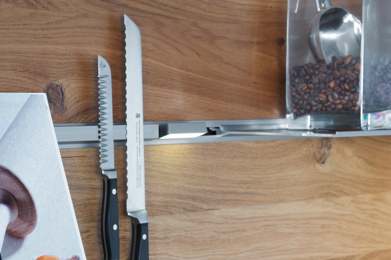 Magnetic bar - bread knives